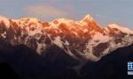 难得一见的西藏雪峰