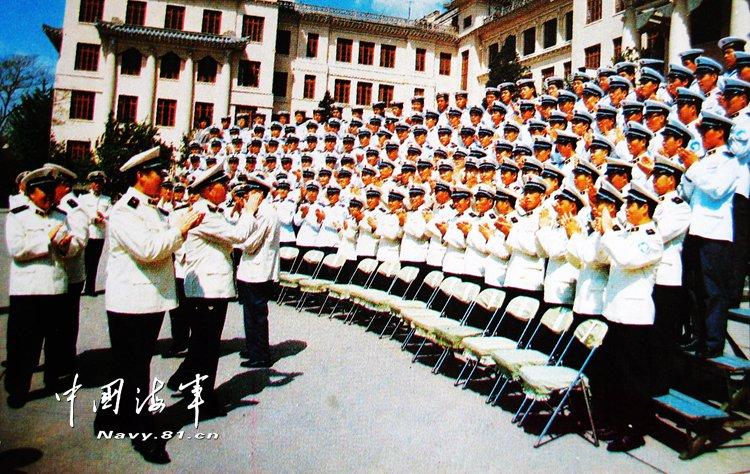 首位南极飞行的中国飞行员
