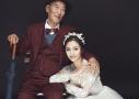 女孩和爷爷拍婚纱照