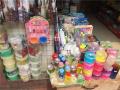 """杭州小学旁仍有商家售卖毒玩具""""水晶泥"""" 曾有学生误食后中毒"""