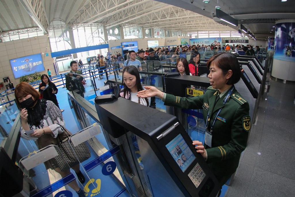 青岛:新建自助通关通道 方便旅客出行