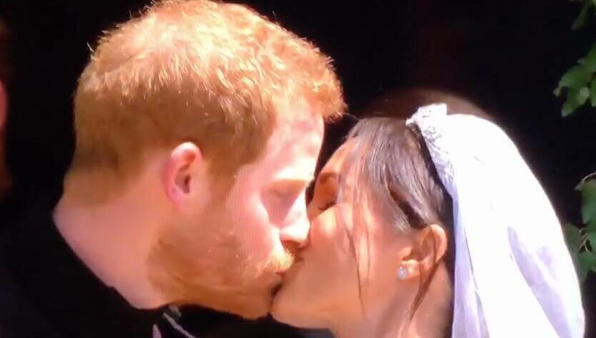 哈里梅根婚后第一吻