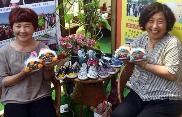 """河南宝丰:""""巧媳妇""""创业助力乡村振兴"""