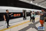 见证历史时刻!香港西九龙站迎来首列抵达高铁列车