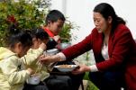 """咋让孩子们""""吃得安全""""""""吃得健康""""?官方解读"""