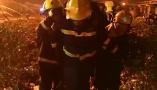 徐州消防支队深夜救出响水化工厂一被困员工,尚有生命体征