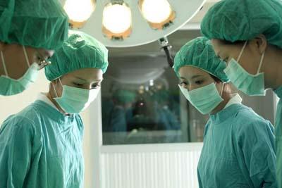 女子左侧卵巢患肿瘤 医院做手术却被切除右侧图片