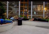 回家的路:凌晨睡在首都机场的旅客