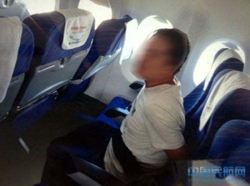 南航航班乘客闯驾驶舱