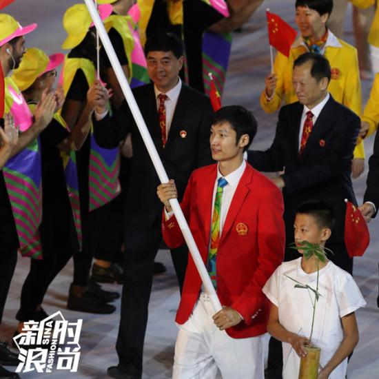 中国代表团旗手雷声