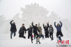 """世界最大雪人雕塑""""拥抱""""第29届哈尔滨太阳岛雪博会"""