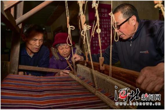 老式织布机半个世纪后再起机杼声