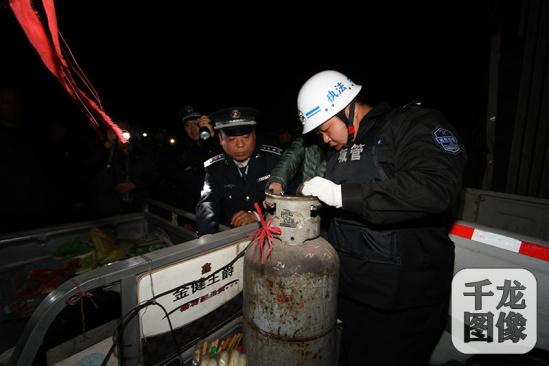 北京/3月29日晚9时,大兴区占道经营整治办公室、协调办组织城管、...