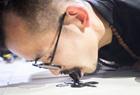 艺术家用舌头作画
