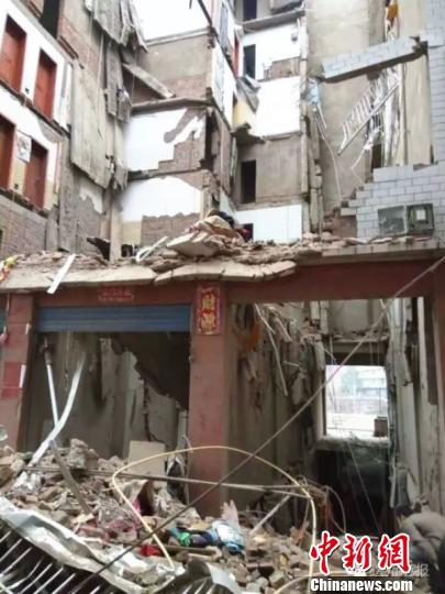 四川省宣汉县7层民房坍塌续:被困4人身亡(图)-