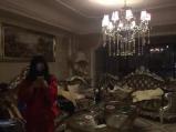 女子住豪宅开豪车满屋名牌 因赖账3万元被拷走