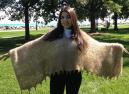 英女子用狗毛作纺织品