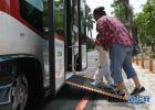 国产无人巴士校区试运行  完全不需要驾驶员