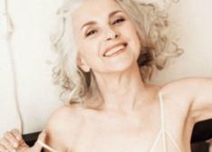 61岁奶奶当内衣模特走红