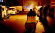 走近青岛一蔬菜副食品批发市场 看寒夜贩菜人