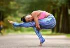 别让腰围暴露你的年龄!6式瑜伽赶走赘肉