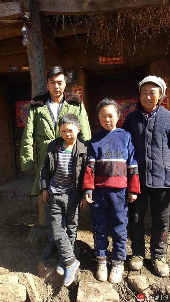 8岁注册鹿鼎王福满和家人。