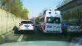 沈阳急救车载患者匝道遇堵 车主动让出生命通道