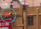 18米高空秒救轻生女