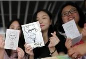 高校班主任手绘漫画像送全班毕业生,还为每人写下专属留言