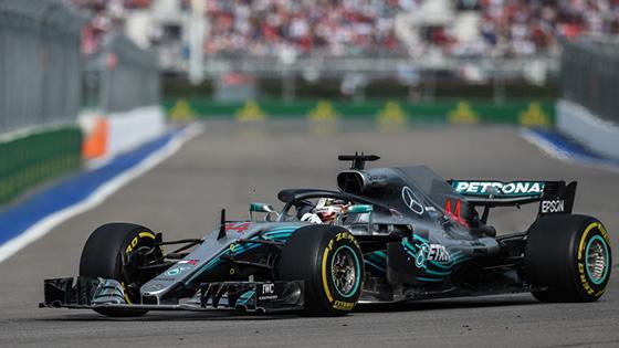 F1俄罗斯站汉密尔顿获队友助攻夺冠