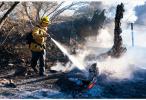 加州山火致失少300人生死未卜 特朗普周六将探望灾民