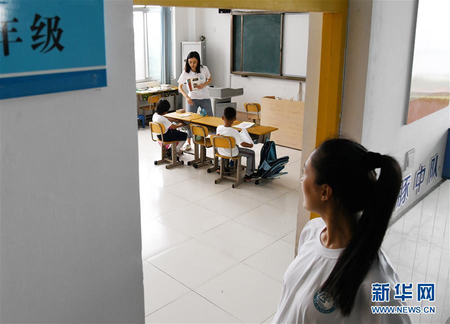 (教师节·图文互动)(4)面朝大海,静待花开——青岛灵山岛学校张丽老师采访笔记