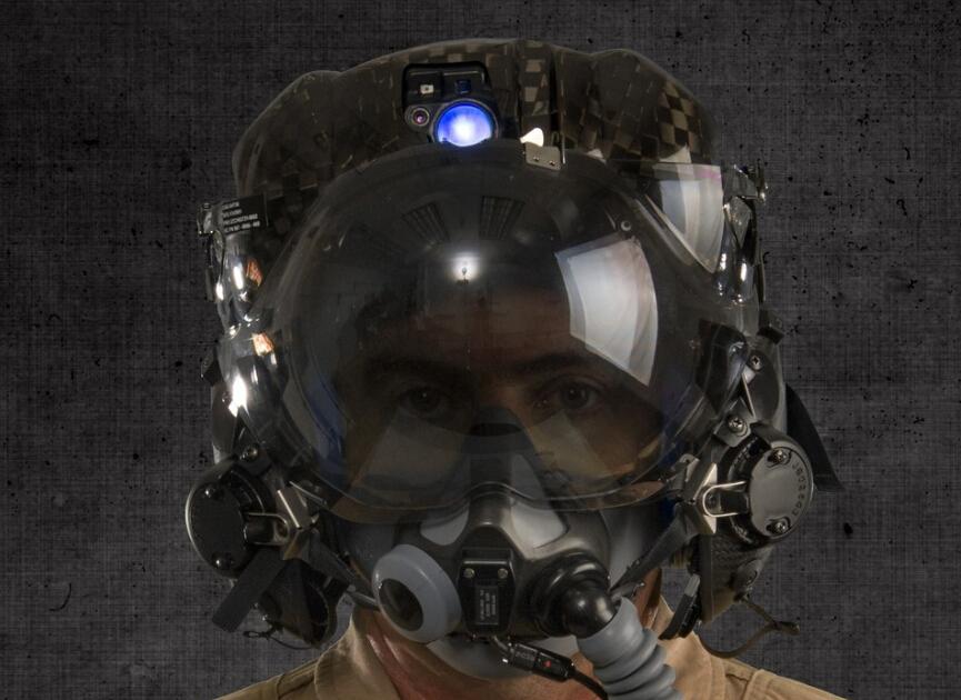 战斗机飞行员头盔都是