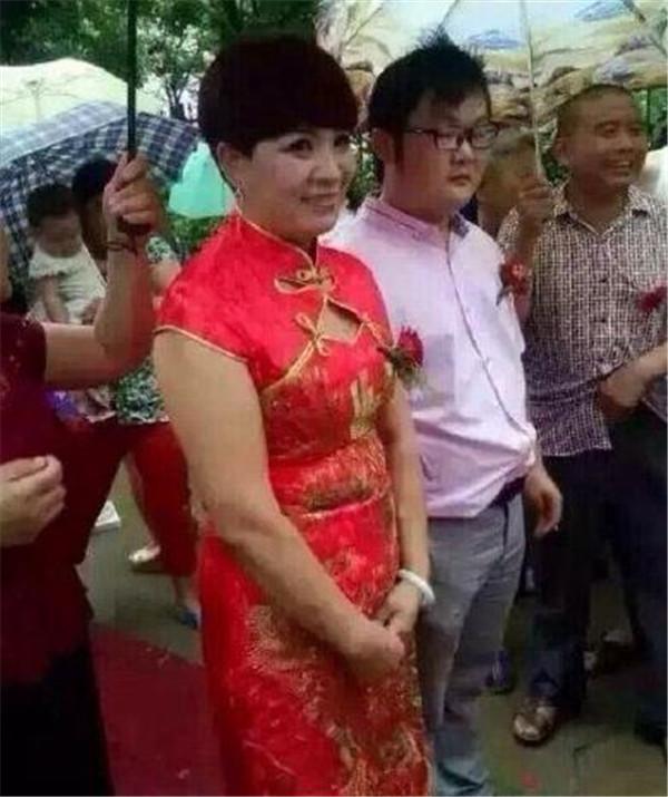徐州90后娶52岁新娘-90后迎娶52岁新娘 真爱面前 年龄不是事儿图片