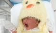"""万米高空飞机""""多""""一名乘客:孕妇早产空姐接生"""
