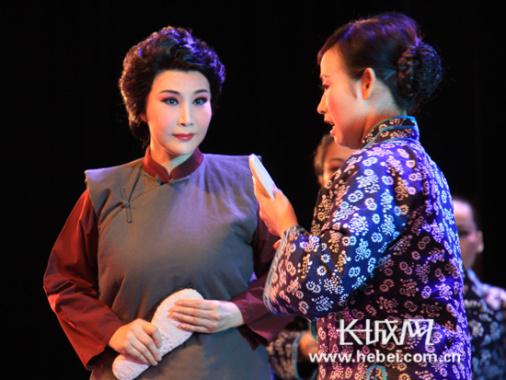 首场演出在河北会堂举行 《子弟兵的母亲》感动观众