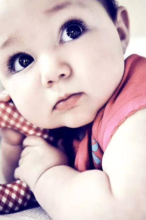 大眼睛宝宝虽然确实格外可爱