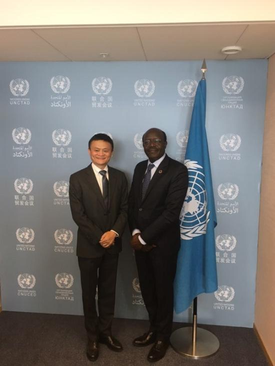 """4月25日,出差半年的联合国""""特别顾问""""马云回到联合国日内瓦总部,受到同事们热情欢迎,联合国贸易和发展会议秘书长基图伊甚至将这一天称为""""JACK MA""""日.jpg"""