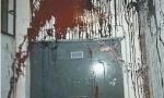 济南:丈夫欠70万躲债 妻女在家频遭骚扰大门被泼粪
