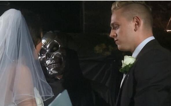 英新人举办恐怖婚礼