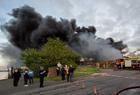 英国工厂失火现场