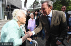 德前总理拜访慰安妇