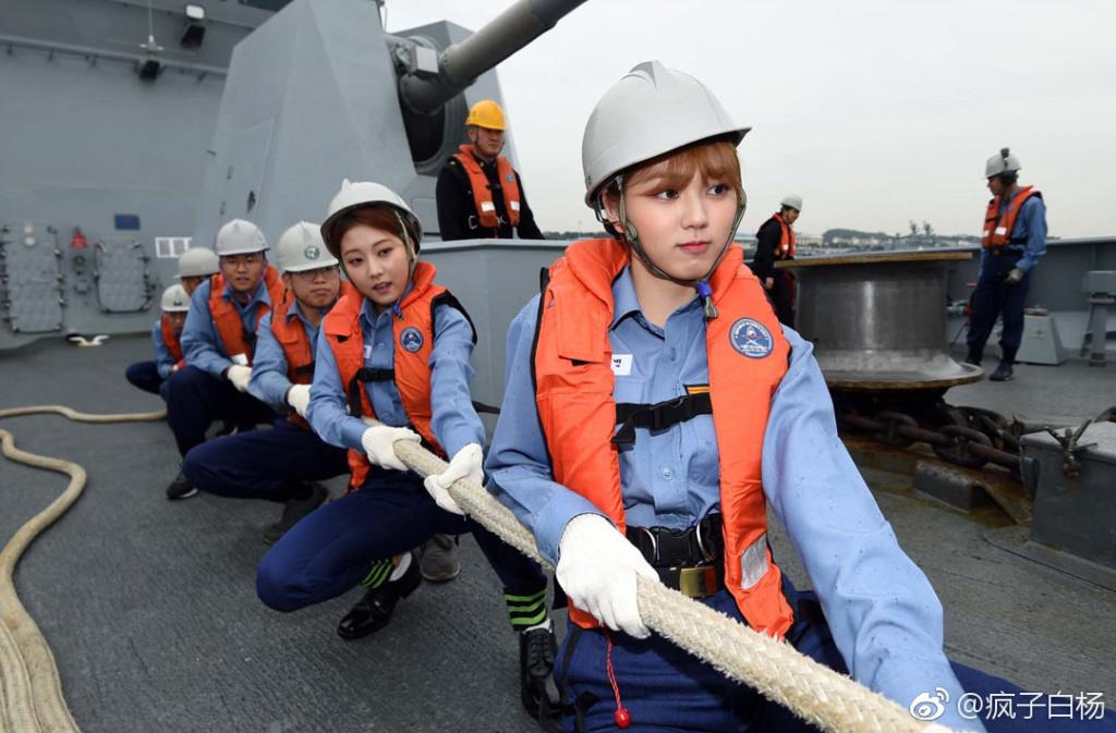 战舰来了很多漂亮姑娘