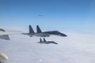 """解放军战机""""绕台湾岛巡航""""遭日本军机跟踪偷拍"""
