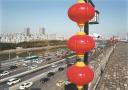 红灯笼中国结装点南京街头