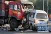 济荷高速三车追尾其中一车前轮被撞下 幸好无人伤亡