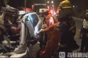 轿车追尾路边货车 致3死2重伤