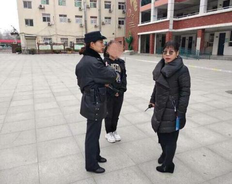 郑州一女生忘带身份证被拒考 民警一举动让其感动落泪