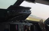 飞着飞着驾驶舱玻璃没了!今天上午川航机组完成一次史诗级壮举