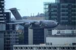 澳大利亚军用运输机径直飞向高楼 民众吓呆:以为911重现
